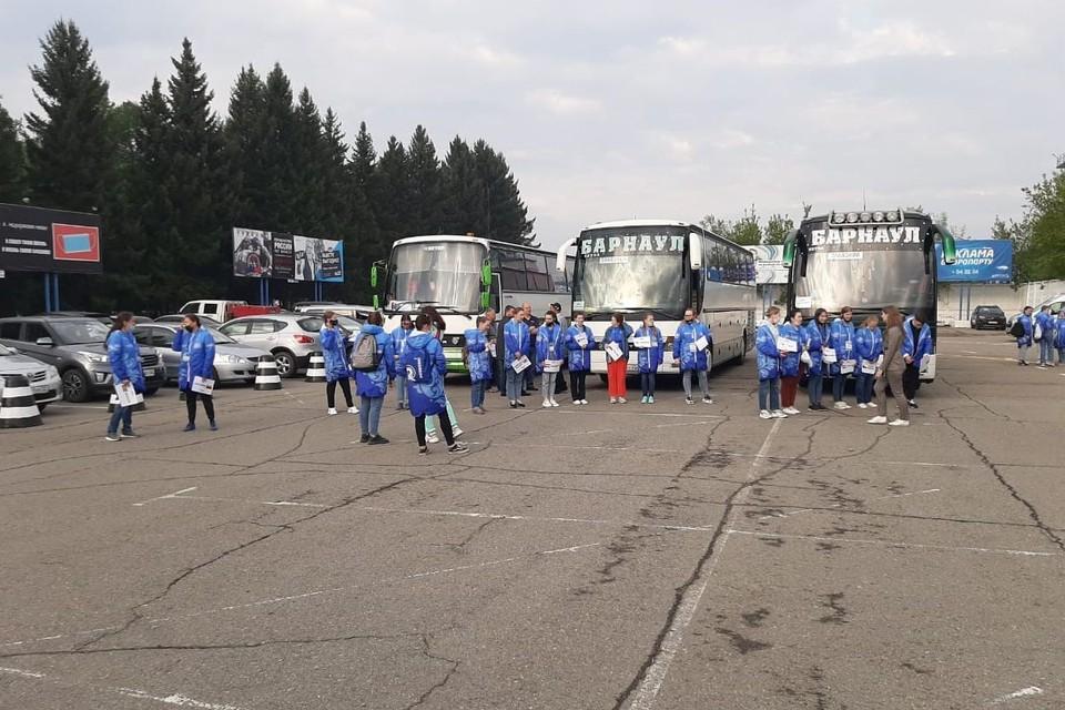 Утренним рейсом в Барнаул уже прибыли 137 человек – это спортсмены и представители официальной делегации Международной федерации каноэ. Фото: пресс-центр Кубка мира