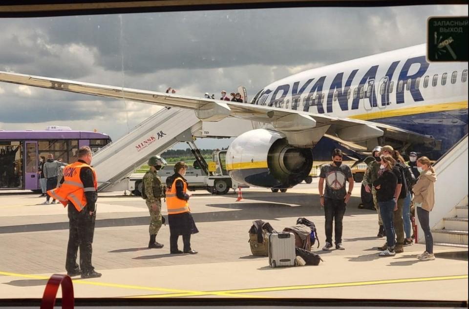 «Диспетчерская: это наши рекомендации» опубликована полная стенограмма переговоров пилотов самолета Ryanair и белорусских диспетчеров. Фото: delfi.lt.
