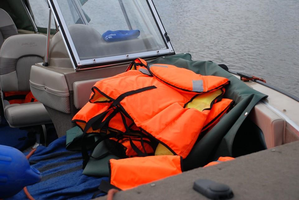 В Красноярском крае больше недели разыскивают двух рыбаков, уехавших на моторной лодке