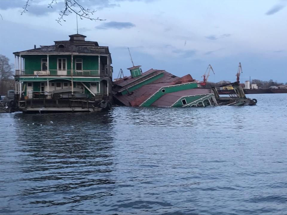 Старые здания на воде - грустное зрелище. Фото Вадим Германов, ВКонтакте