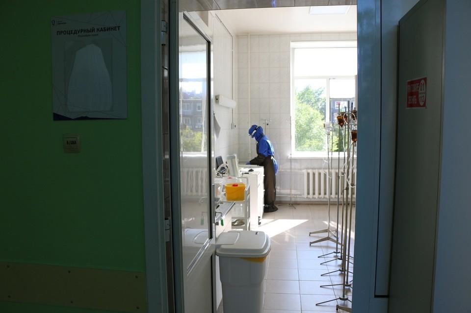 Тюменцам привезли первую партию вакцины «КовиВак».