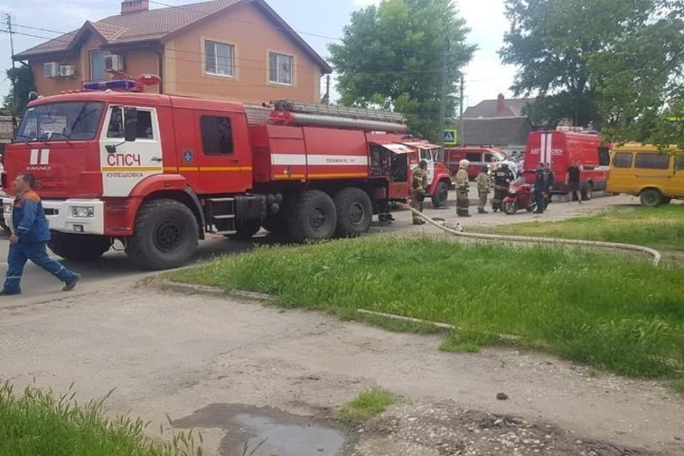 С пожаром боролись около 2,5 часов Фото: пресс-служба МЧС России по Ростовской области