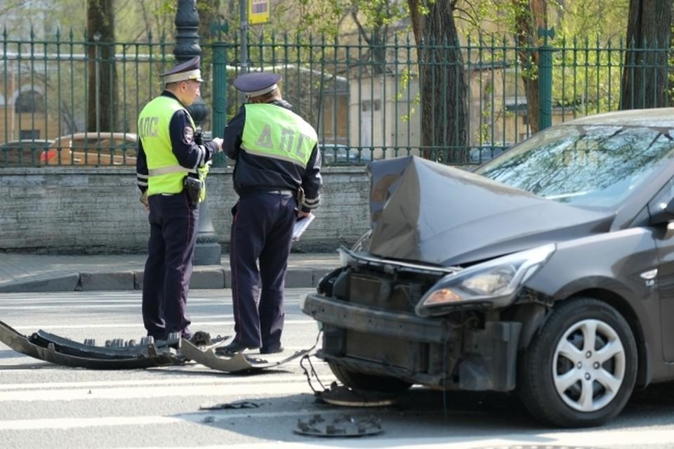Детали аварии выясняют сотрудники полиции