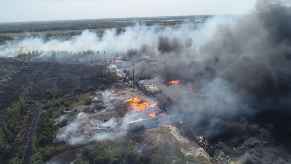 В Омске горят промышленные склады. Фото: пресс-служба МЧС по Омской области