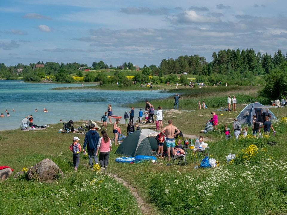 Среди чистых водоемов и самое популярное место для отдыха - озеро Донцо.