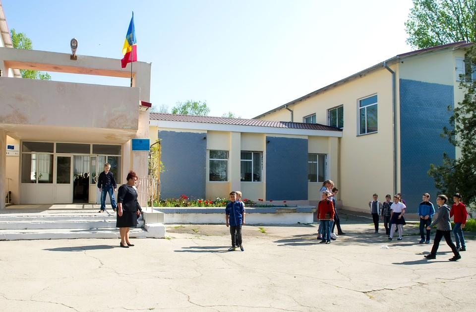 Почти 120 школ ликвидированы, а шесть тысяч педагогов уволены в результате реформы Майи Санду. Фото:соцсети