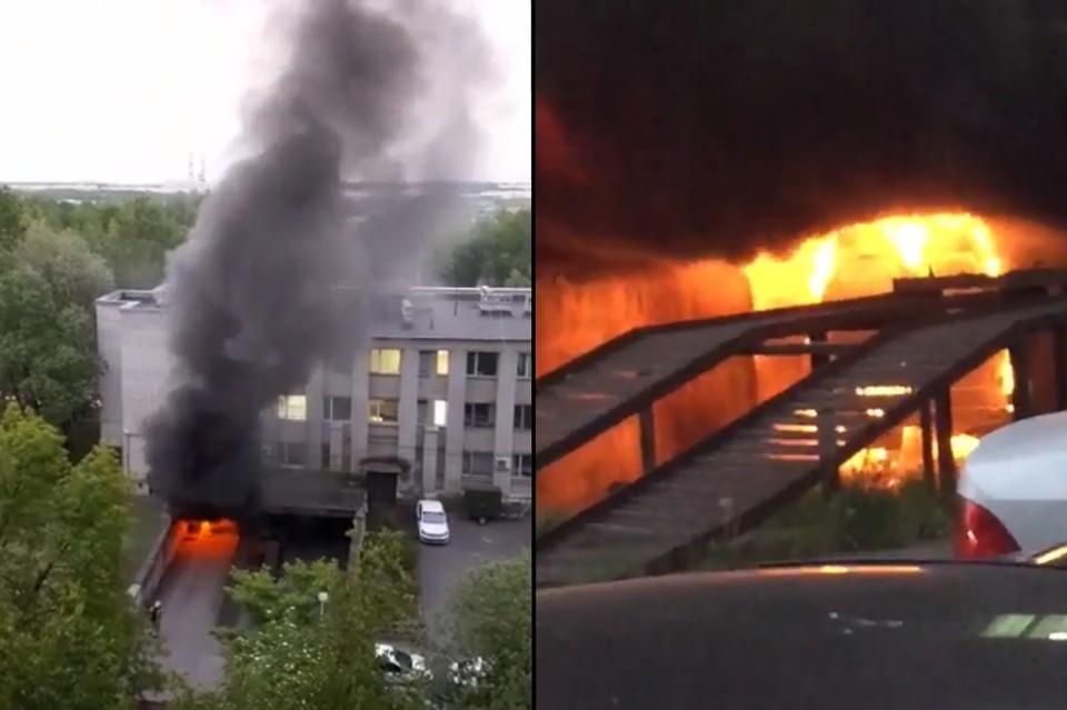 В Петербурге загорелся автомобиль в здании отдела полиции в Купчино. Фото: vk.com/spb_today