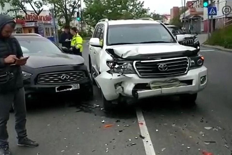 Авто пострадали довольно серьезно. Фото: www.instagram.com/AK_VDK.