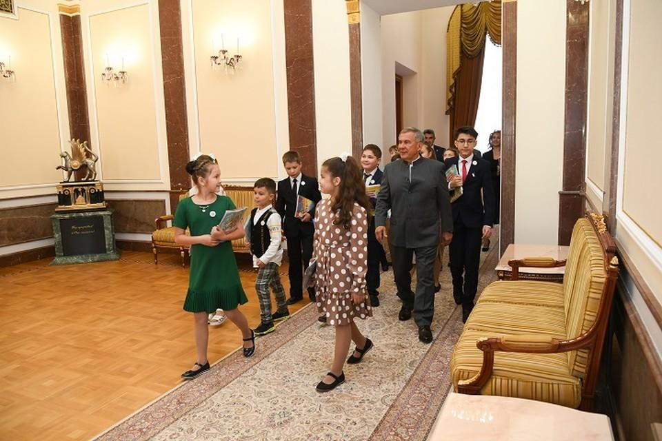Рустам Минниханов ответил на вопрос школьников о том, кем он хотел стать в детстве. Фото: president.tatarstan.ru