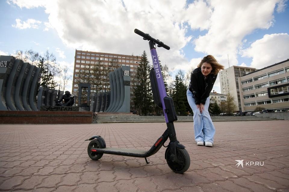 За езду на самокате по дорогам можно получить штраф до 500 рублей.