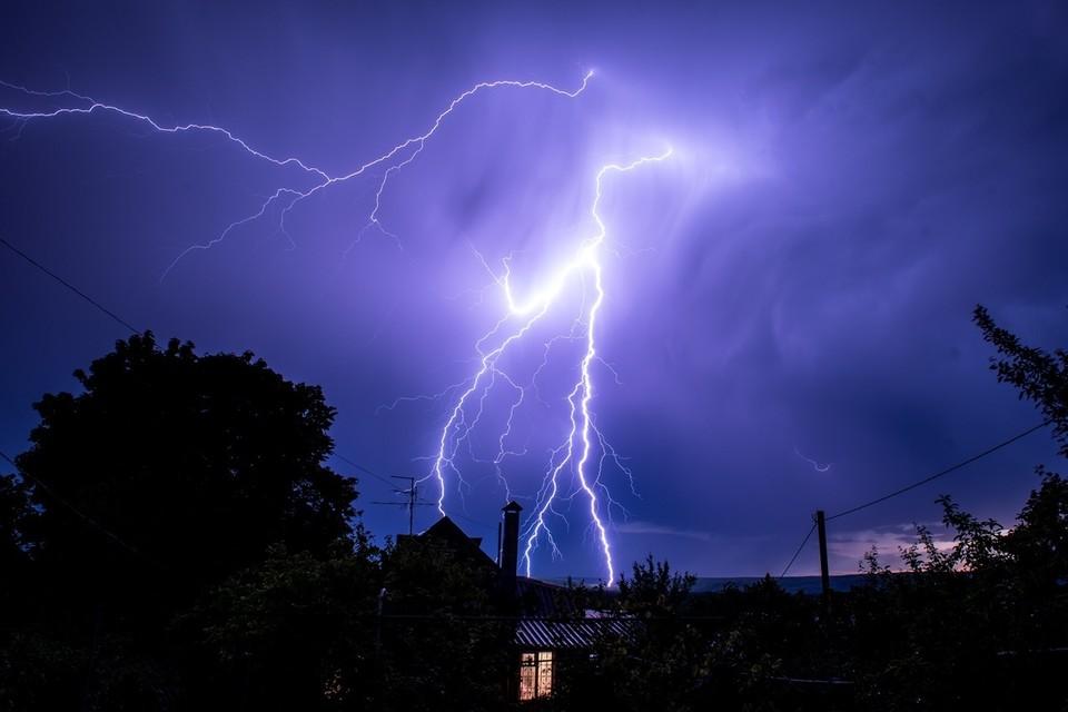 Как сообщили в МЧС по республике, ожидаются кратковременные дожди и грозы, шквалистый ветер, порывы которого достигнут до 18 м/с.