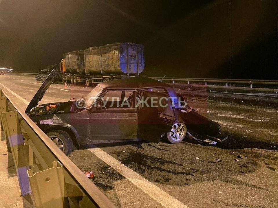 В крупном ДТП на трассе М-2 в Тульской области сильно пострадал водитель легковушки