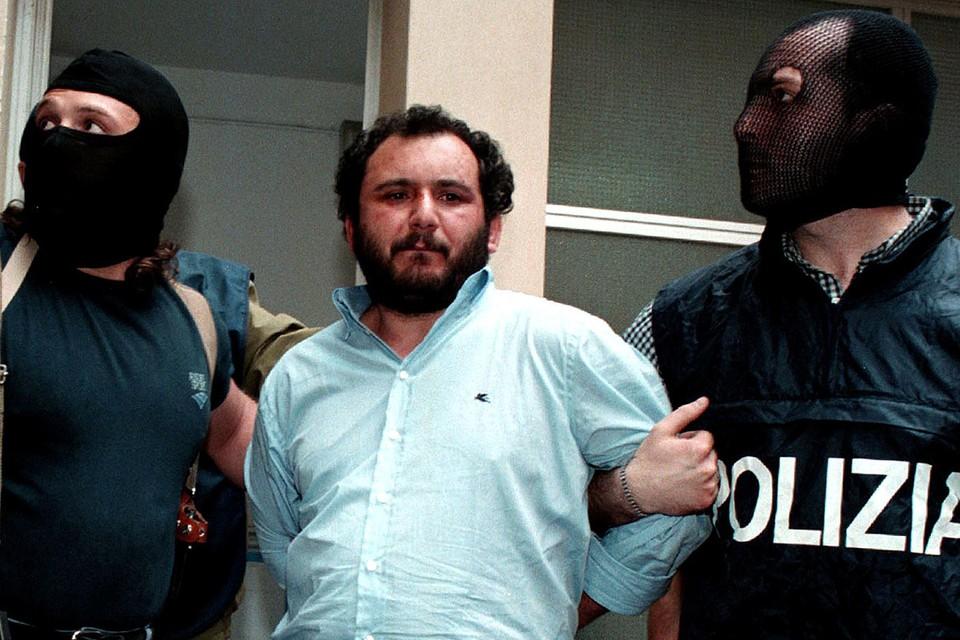 Кадры задержания Джованни Бруски в 1992 г.