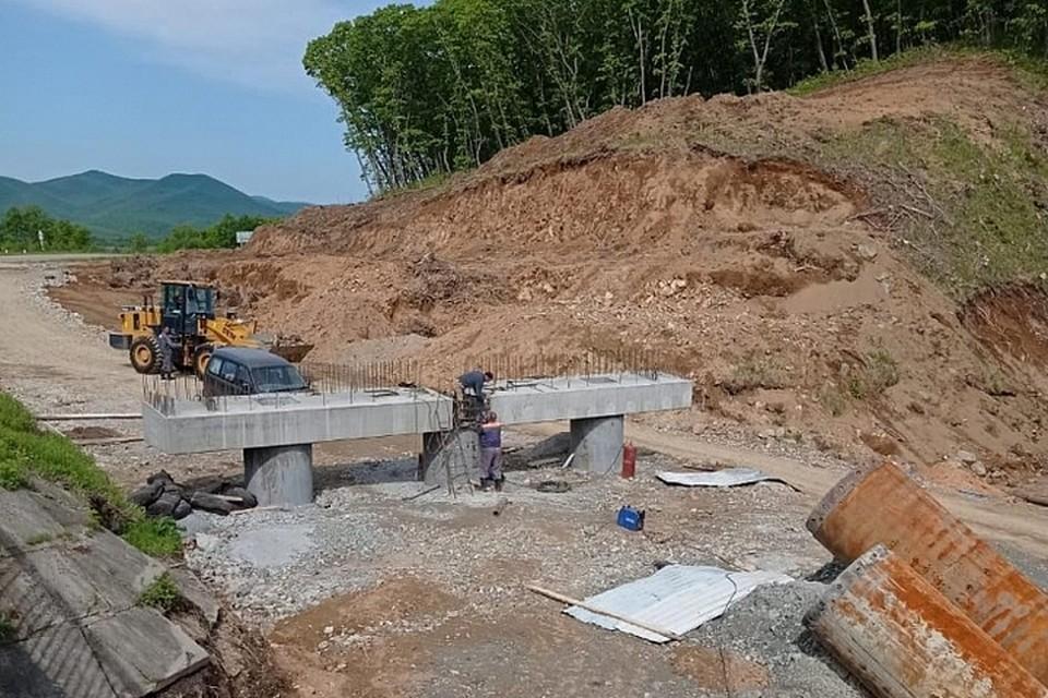 Всего в крае устанавливают 14 мостов. Фото: Приморская строительная компания