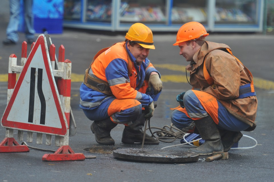 Сейчас специалисты продолжают поэтапный ремонт инженерных сетей