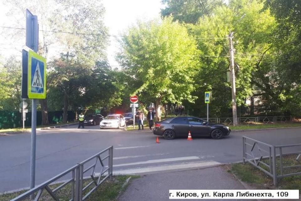 Водитель «Киа Серато», поворачивая налево, не заметил 64-летнюю кировчанку. Фото: vk.com/gibdd43