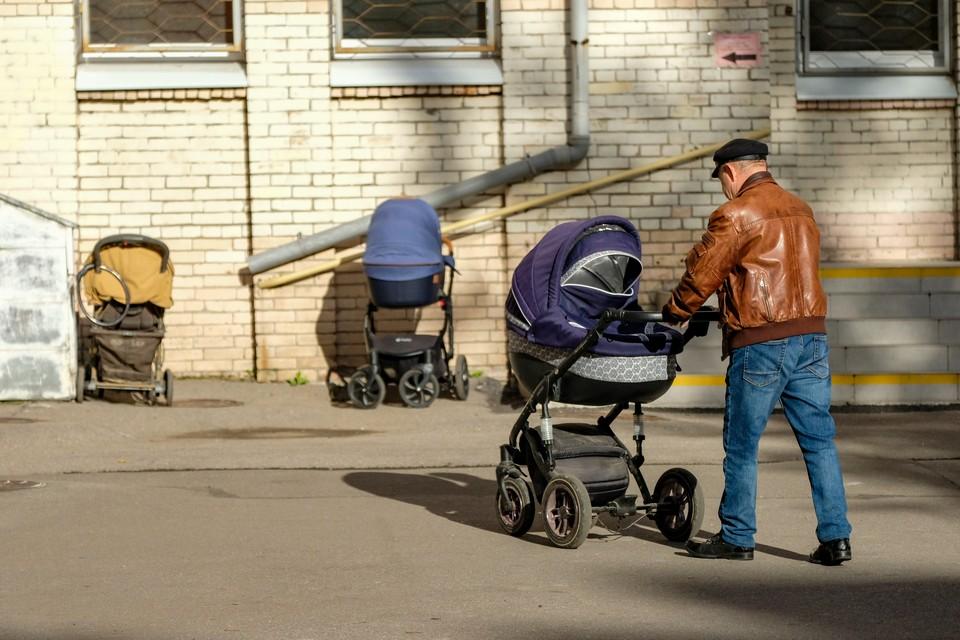 Закон о детском омбудсмене приняли во втором чтении депутаты Петербурга.