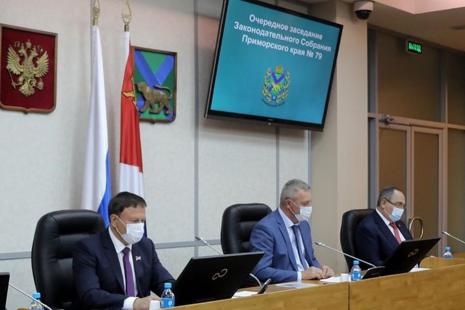 Отчет губернатора - это форма взаимодействия, предусмотренная Уставом Приморского края. Фото: zspk.gov.ru.