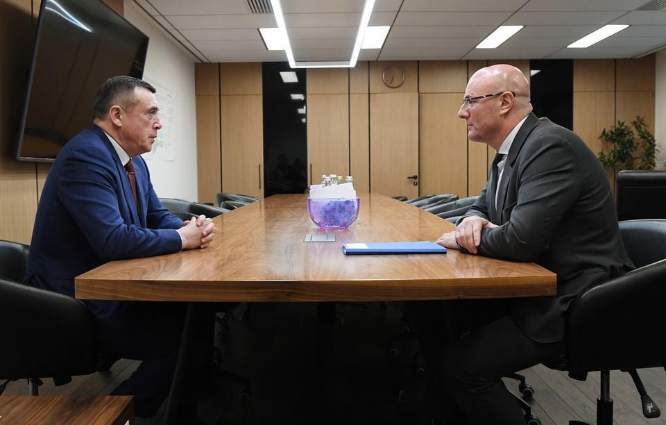 Заместитель председателя правительства Дмитрий Чернышенко и губернатор Сахалинской области Валерий Лимаренко