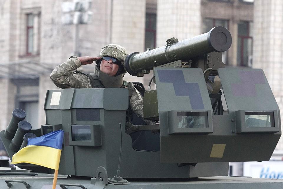 Американская военная техника на параде в честь Дня независимости в Киеве.