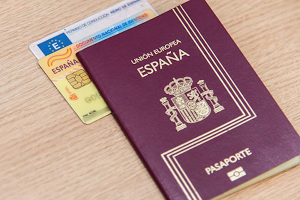 Если случится чудо, и вы найдете паспорта Рауля, позвоните по телефону 8911-336-77-04.