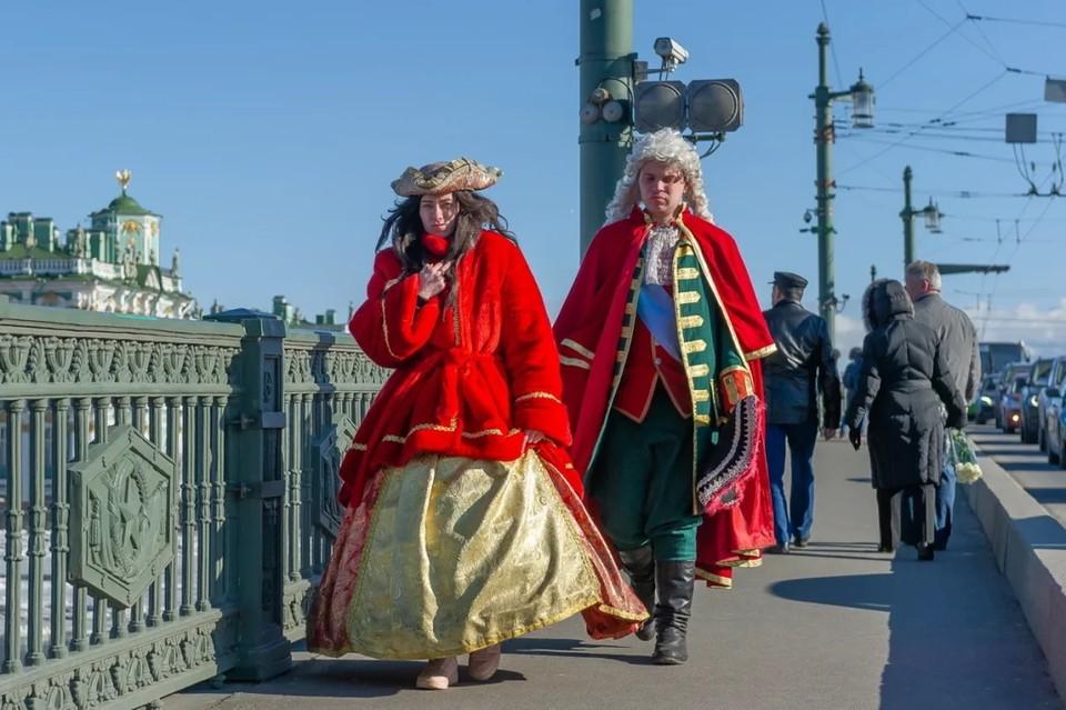 В Петербурге второй день подряд временно перекрывают Дворцовый мост.