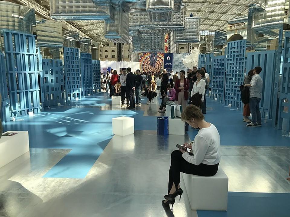 Центральная экспозиция выставки рассказывает о конкурсе на лучшие проекты кварталов реновации в Москве.