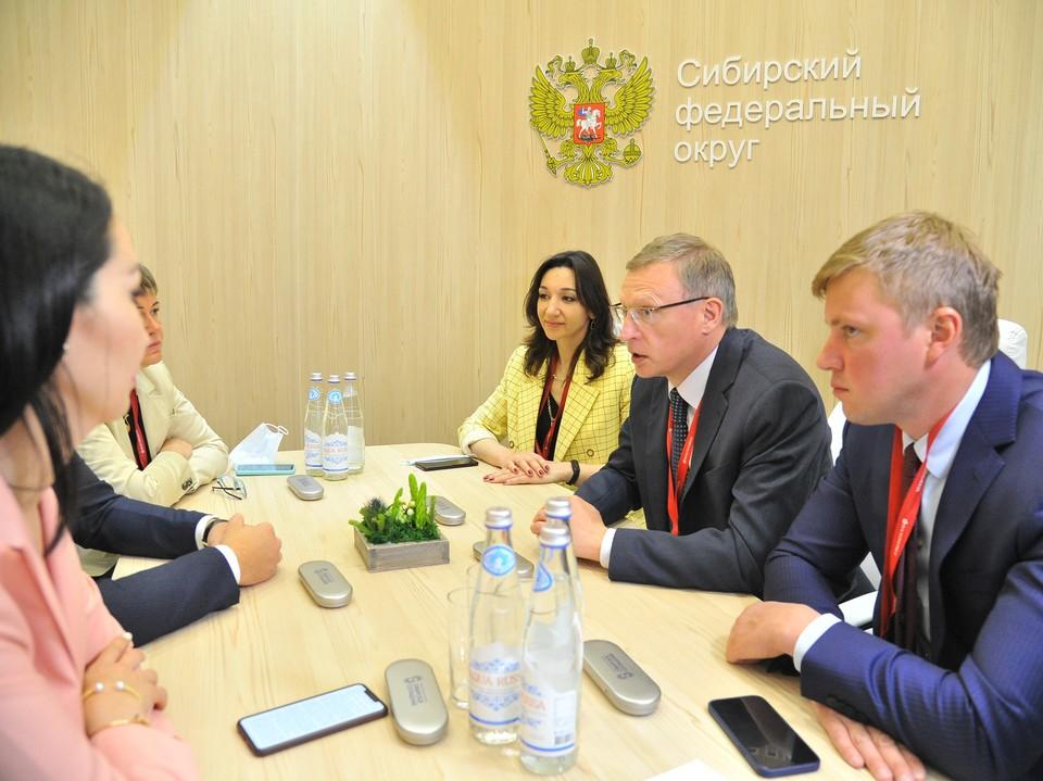 Омская делегация продолжает работу в Санкт-Петербурге, где проходит ПМЭФ-2021.