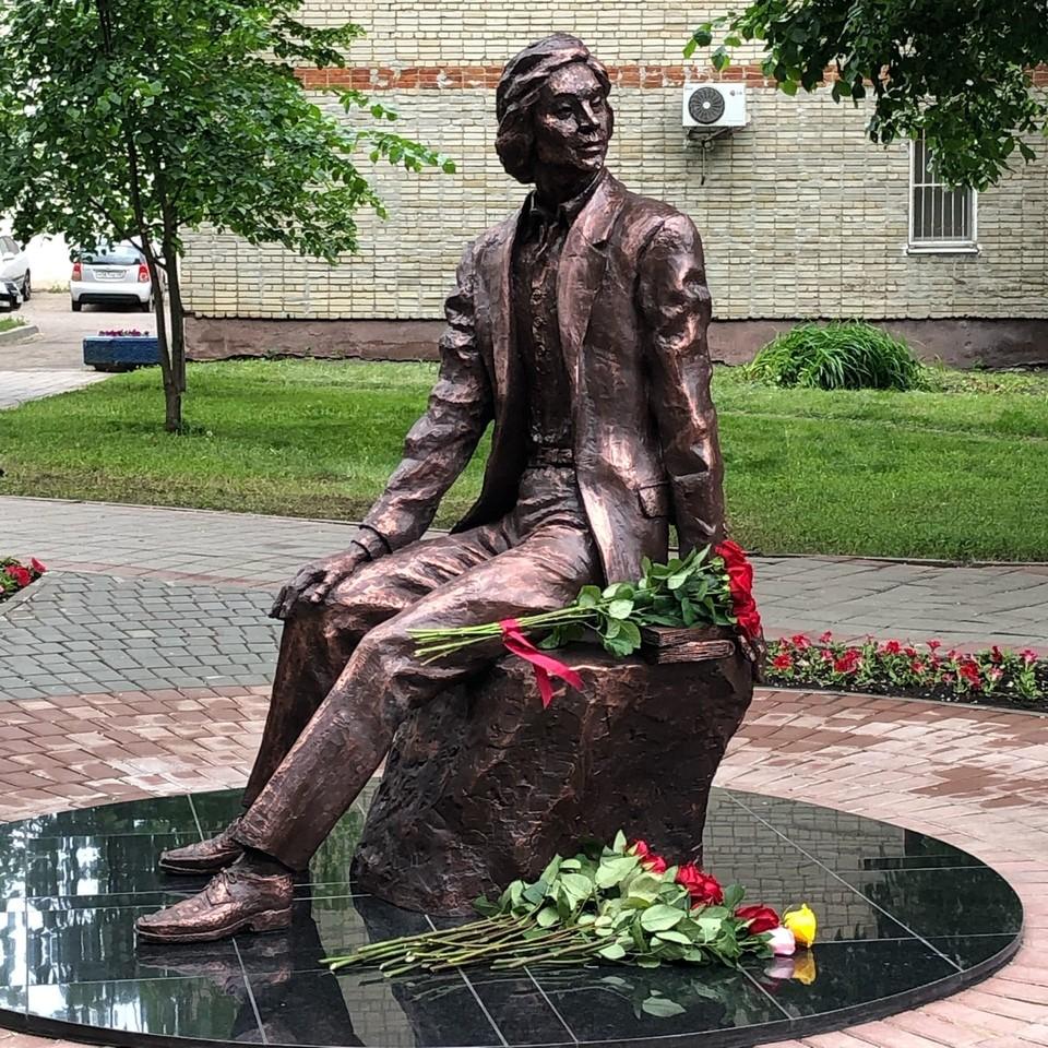 Инициатива установить памятник Николаю Рябову принадлежит его ученикам