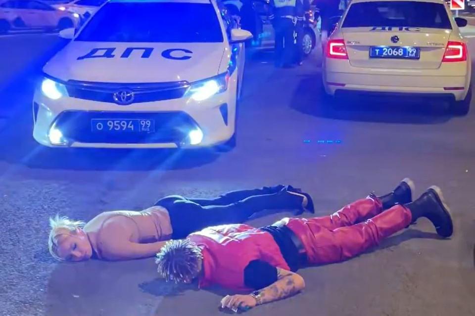 Сотрудники ДПС задержали Ивлееву и Элджея после церемонии вручения премии «Муз-ТВ». Фото: кадр видео.