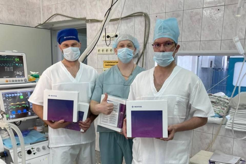 Врачи Мурманского областного онкологического центра впервые провели операцию по восстановлению груди после мастэктомии.