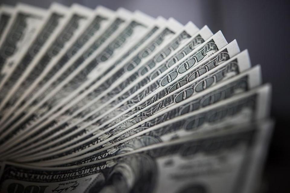 8 июня курс доллара составит 426,81 тенге