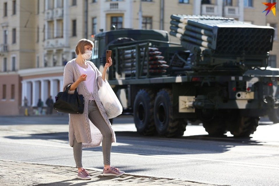 Как в Минске проходили парады в разные годы.