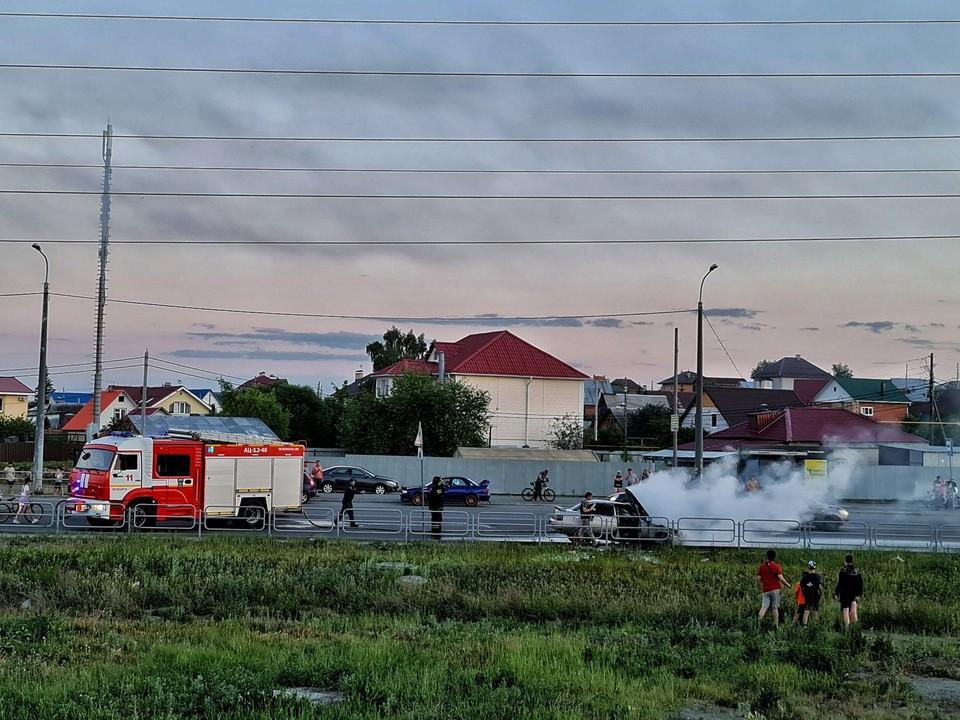 Машину потушили быстро. Фото: Вячеслав Куликов/Facebook.com