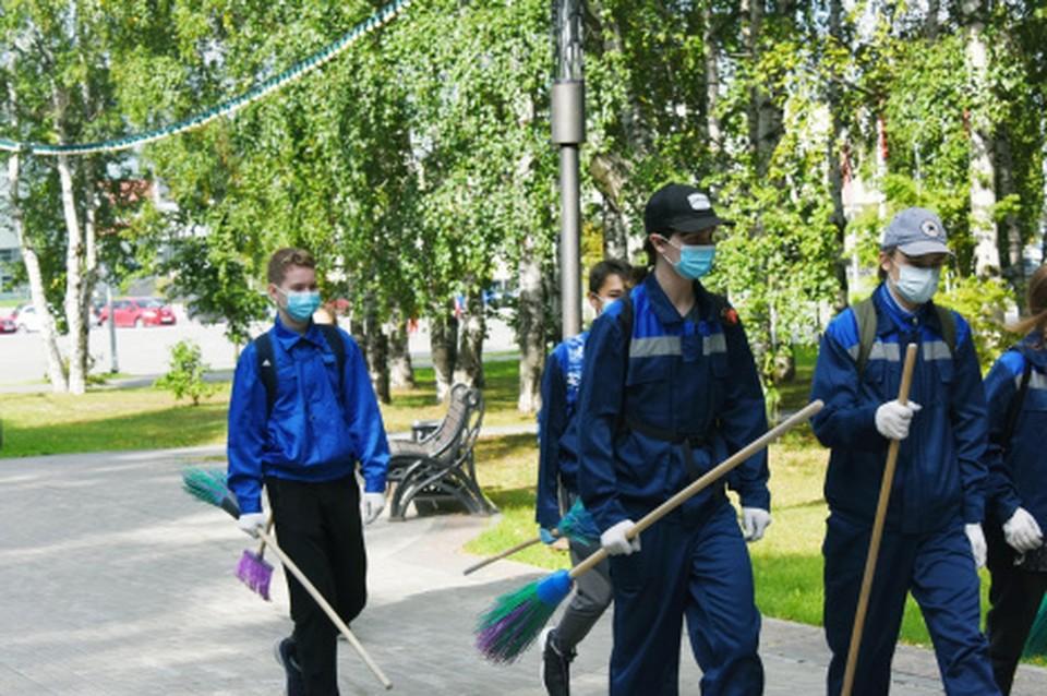 В Ханты-Мансийске стартовала летняя трудовая кампания Фото: Молодежный центр
