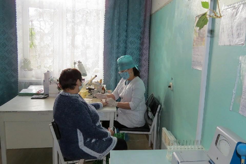 Медики призывают жителей быть внимательными к своему здоровью и соблюдать противоэпидемические меры. Фото: Мир Луганщине