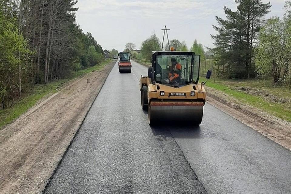 На ремонт «сельских дорог» в Кировской области в 2021 - 2023 годах выделят свыше 1 млрд рублей. Фото: kirovreg.ru