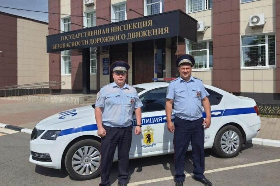 В Ярославле Анатолий Кузнецов и Максим Пошивалов помогли женщине быстро добраться до больницы