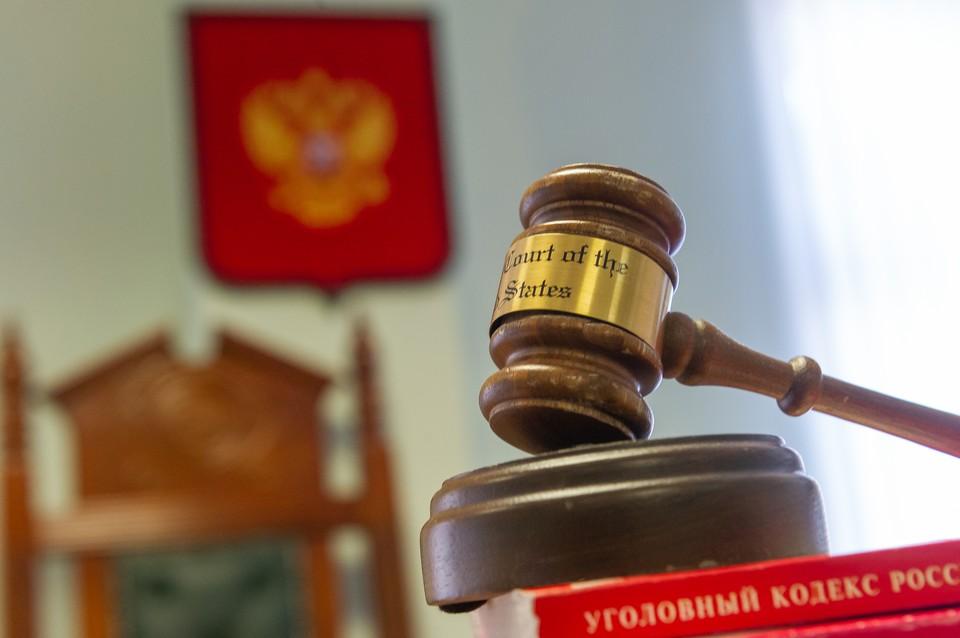 Бывшего полицейского осудили в Петербурге за взятки.