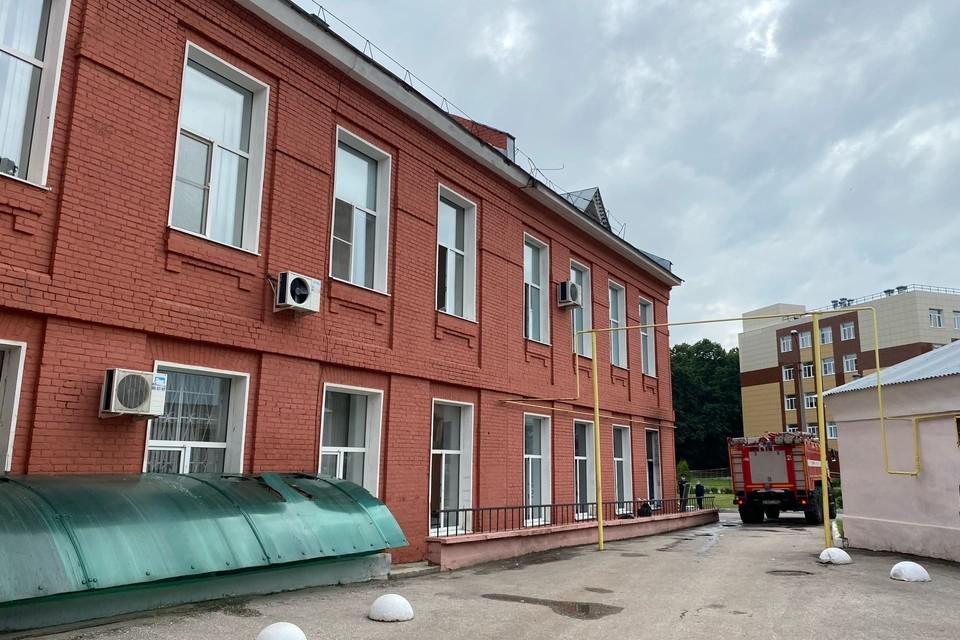Следователи продолжают выяснять причину возгорания в больнице имени Семашко в Рязани.