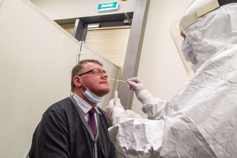 Год назад сдать анализы в аэропорту попробовал и замминистра здравоохранения региона Евгения Ванин