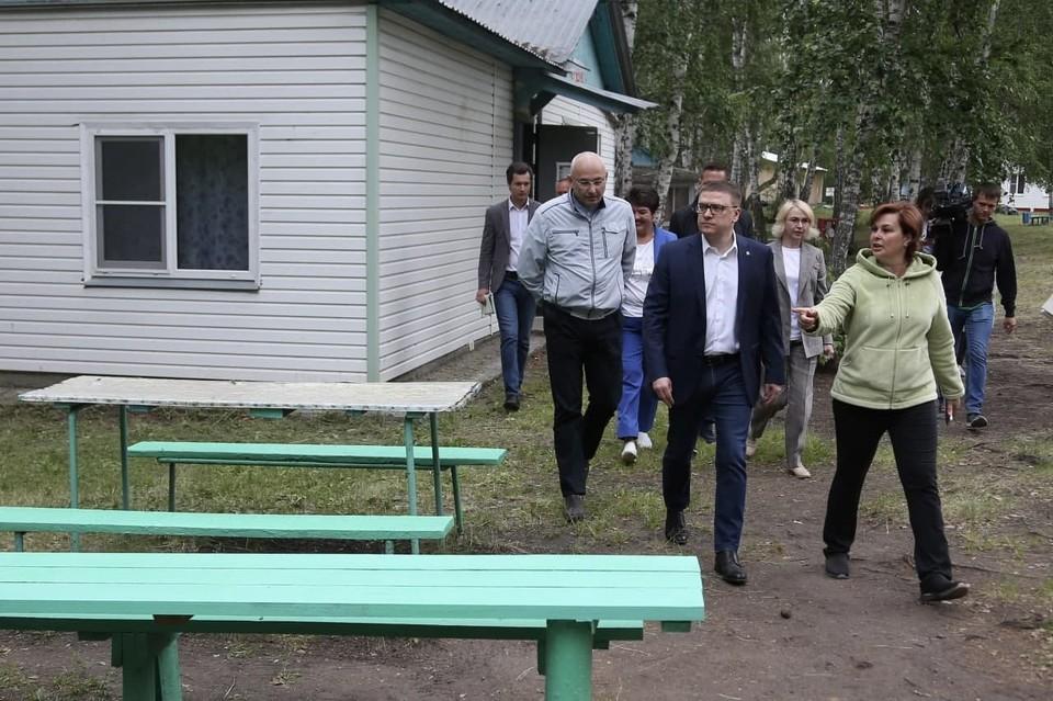 По распоряжению губернатора максимальное количество сотрудников детских лагерей привьют от коронавируса. Фото: gubernator74.ru