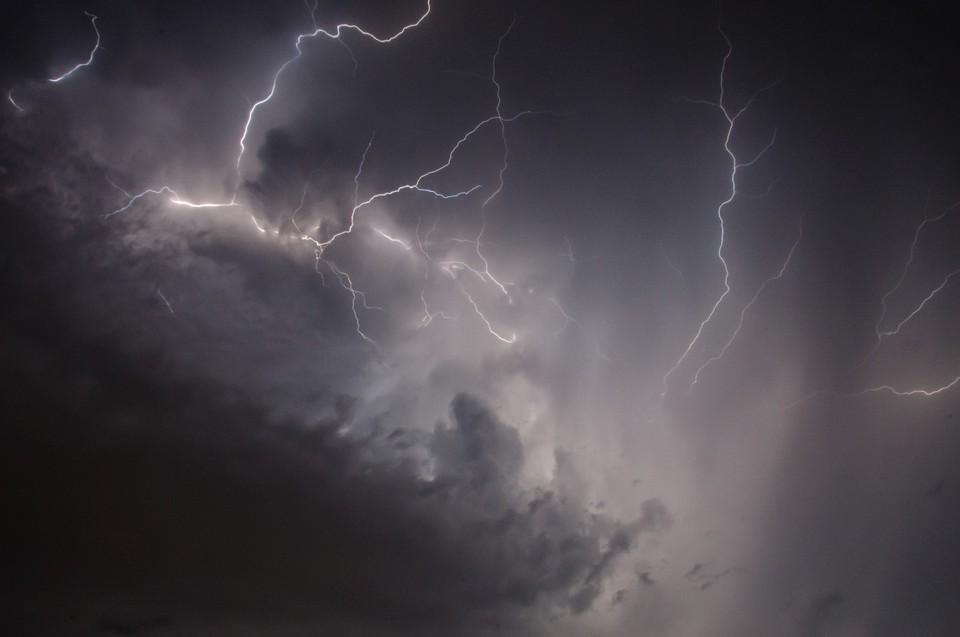 На большей части Казахстана 10 июня пройдут дожди и грозы