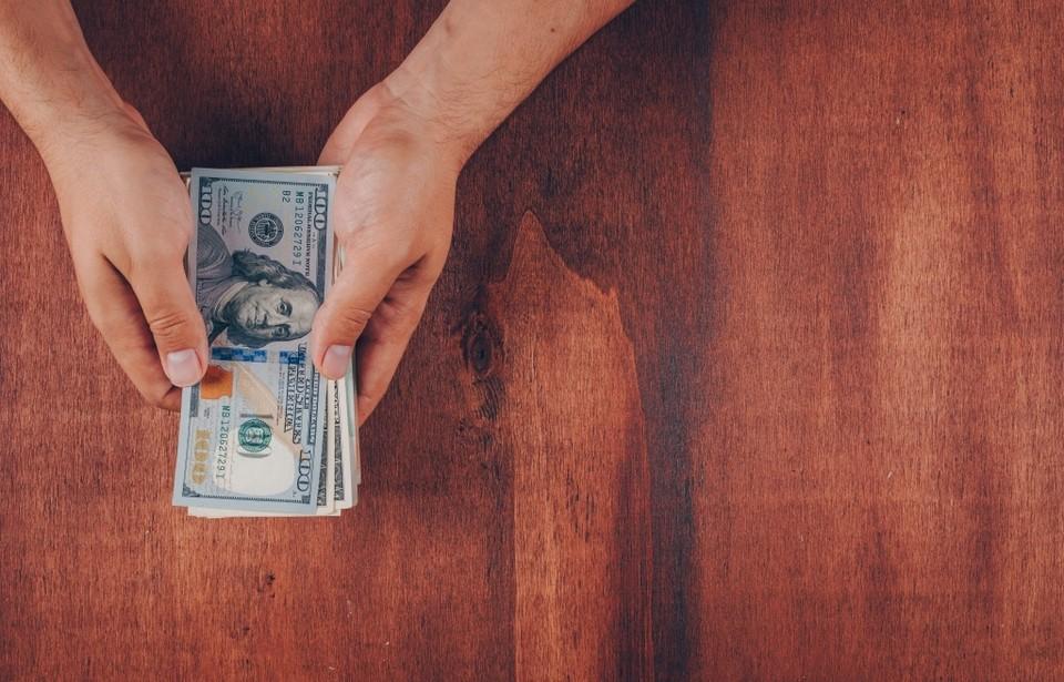 Официальный курс доллара к тенге на 10 июня составит 426,72 тенге