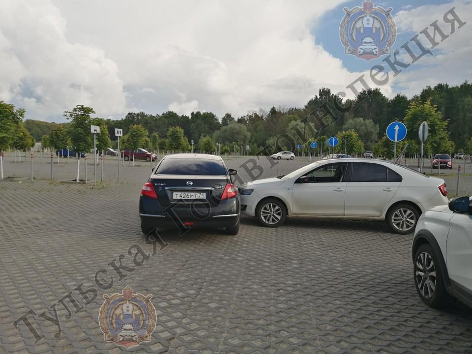 В Туле на парковке столкнулись Nissan и Skoda