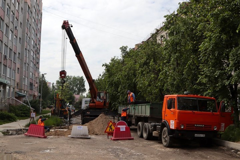 В Брянске по переулку Металлистов строят ливневку.