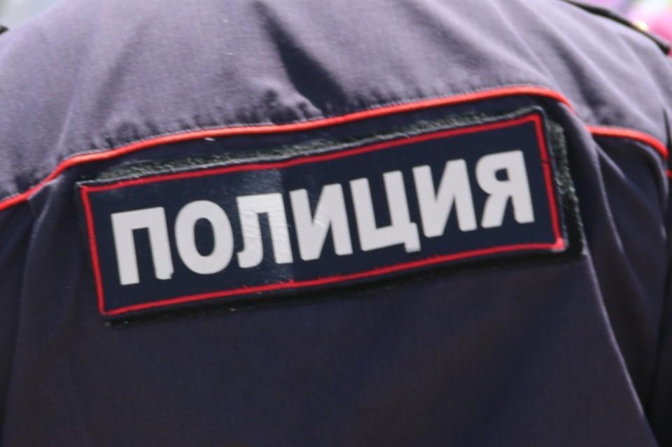 Преступники угрожали персоналу фирмы пистолетом. Налетчиков задержали по горячим следам.