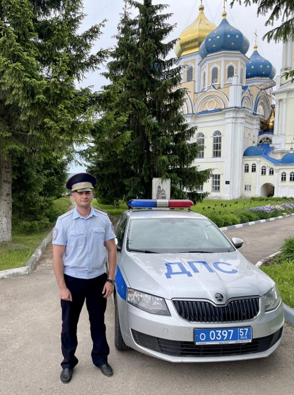 Полицейский помог водителю, попавшему в сложную ситуацию