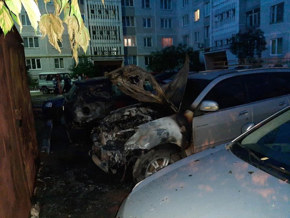 Горящую иномарку потушили в Твери Фото: vk.com/news69/Алексей Жлобов