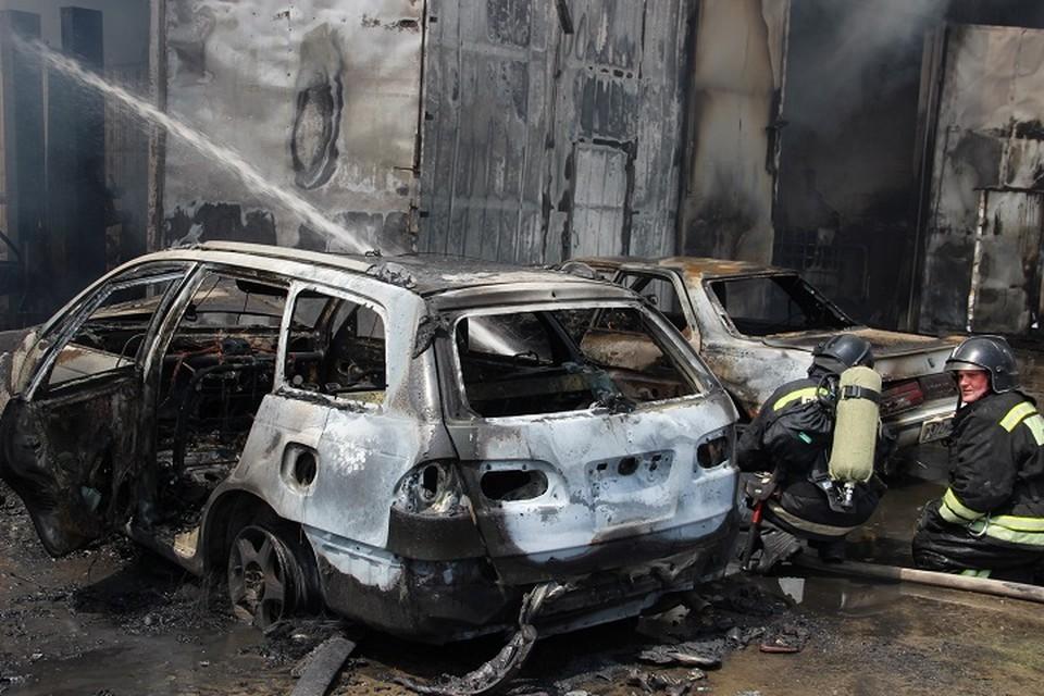 Пожар в хабаровском автосервисе полностью потушили